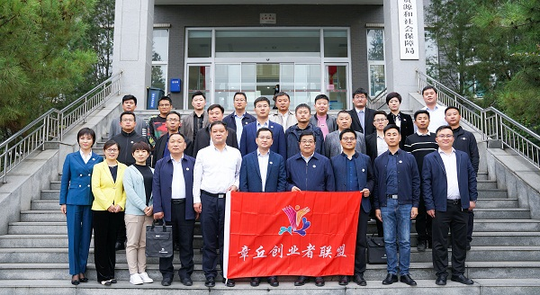 热烈祝贺薯立方创始人宋章峰在第二届章创联盟大会上荣誉当选联盟主席